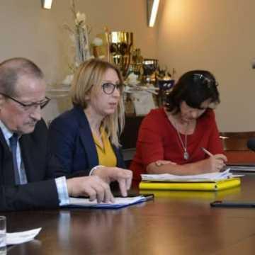 Spełniono deklarację podwyżki wynagrodzeń dla rodzin zastępczych