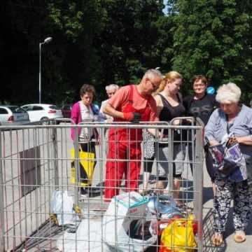Przynieśli elektrośmieci – dostali sadzonki