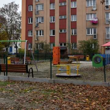 Piotrków Tryb.: Powstał nowy plac zabaw