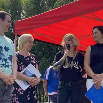 Pomagają Rafałowi Koprowskiemu odzyskać sprawność. W Stobiecku Miejskim trwa charytatywny festyn
