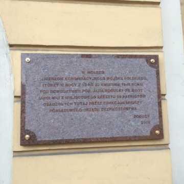 Odsłonięcie tablicy upamiętniającej rozbicie Aresztu Miejskiego w Radomsku