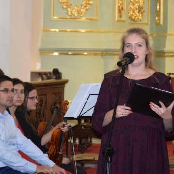 Koncert ku czci świętej Jadwigi Andegaweńskiej w klasztorze w Radomsku