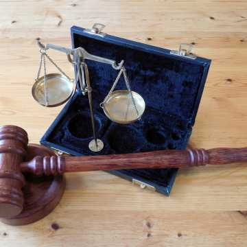 Uzyskaj bezpłatną pomoc prawną