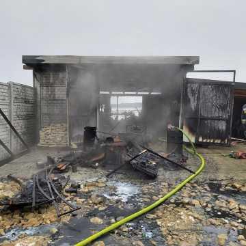 W Kawęczynie spłonął garaż