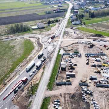 Kierowcy jeżdżą już wiaduktem Bełchatów-Kamieńsk nad budowaną A1