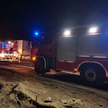 Strażacy z Kamieńska gasili cieżarówkę na DK1