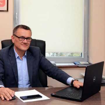 O wynagrodzeniach nauczycieli oraz organizacjach na zdalnym posiedzeniu Komisji Edukacji Rady Powiatu Radomszczańskiego