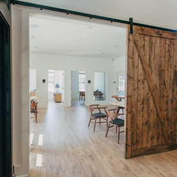 Drzwi przesuwne czy tradycyjne – jakie wybrać?