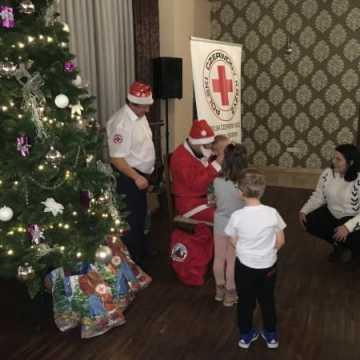 Prezenty dla dzieci od św. Mikołaja z PCK