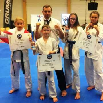 """5 brązowych medali dla karateków z klubu """"Radnori"""""""