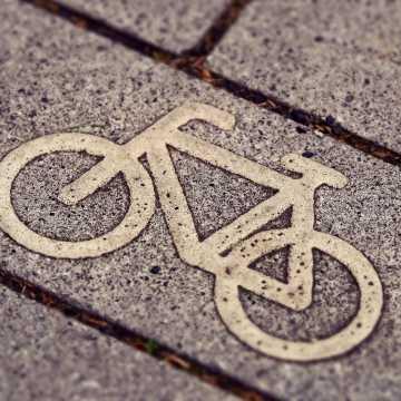 Przy ścieżce rowerowej na Bartodziejach nie będzie stojaków i koszy. Przez koronowirusa