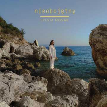 """""""Nieobojętny"""" to nowa muzyczna propozycja od Sylvii Novak"""