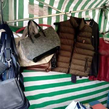 Podrobiona odzież i galanteria zatrzymana przez KAS w Radomsku