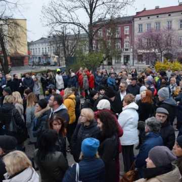 Wiec poparcia dla strajkujących nauczycieli w Radomsku