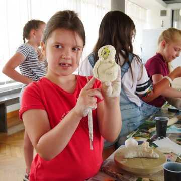 Kosmiczne warsztaty ceramiczne w MDK w Radomsku