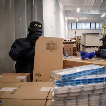 CBŚP i KAS ujawnili w powiecie radomszczańskim 10 mln nielegalnych papierosów