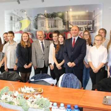 Liderzy z Gimnazjum nr 3 odwiedzili Urząd Miasta