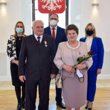 """15 par otrzymało """"Medale za Długoletnie Pożycie Małżeńskie"""""""
