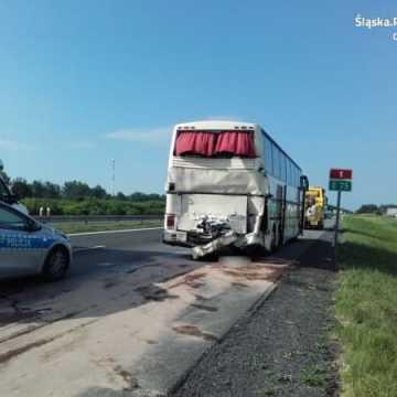 Wypadek z udziałem autobusu na DK1