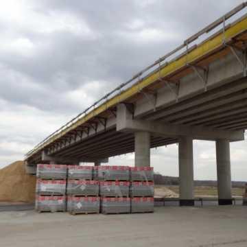 """Wiadukt na węźle """"Kamieńsk"""" zostanie oddany do użytku. To nie jedyne zmiany na odcinku """"B"""" autostrady A1"""