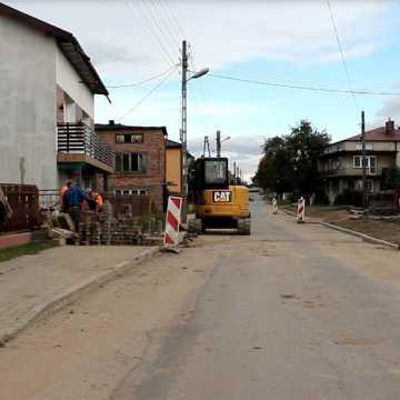 Radziechowice Drugie doczekały się odwodnienia. Kałuża na środku wsi już się nie pojawi