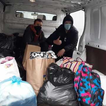 Uczniowie Mechanika z darami dla schroniska dla bezdomnych