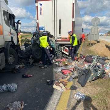 Jedna osoba nie żyje. Wypadek na A1 pod Piotrkowem Trybunalskim