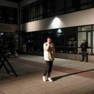 """Performance """"Nauka chodzenia"""" na zakończenie Różewicz Open Festiwal w Radomsku"""