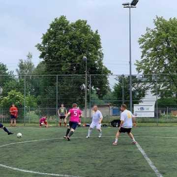 """Przedostatnia seria gier """"Szóstek"""" piłkarskich w Radomsku"""