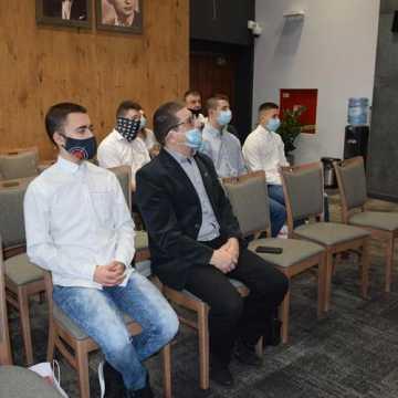 Młodzi zawodnicy z Radomska odebrali stypendia sportowe