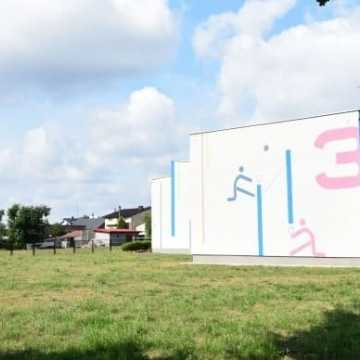 Uczniowie będę mieli nowe boisko w Szkole Podstawowej nr 3 w Radomsku