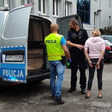 [WIDEO] Sprawczyni śmiertelnego wypadku w Wygodzie została doprowadzona do prokuratury w Radomsku