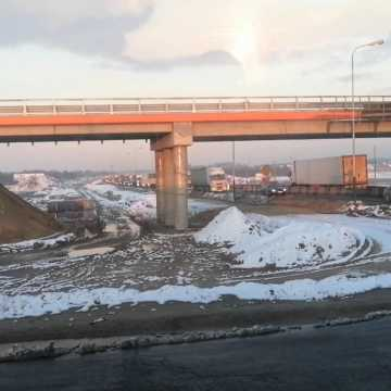 Węzeł autostradowy w Kamieńsku z okna samochodu