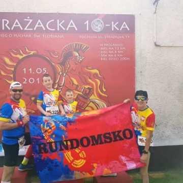 """Mateusz Ojrzyński z RUNdomsko wygrywa bieg """"Strażacka10-tka"""" w Poczesnej"""