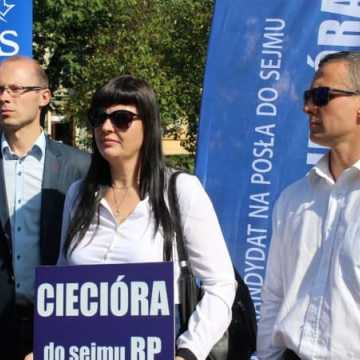 Sekretarz stanu Marcin Ociepa zachęcał w Radomsku do głosowania na Krzysztofa Cieciórę