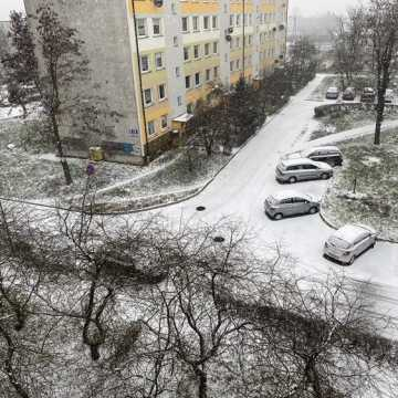 W Radomsku biało. Uważajcie na drogach i chodnikach!
