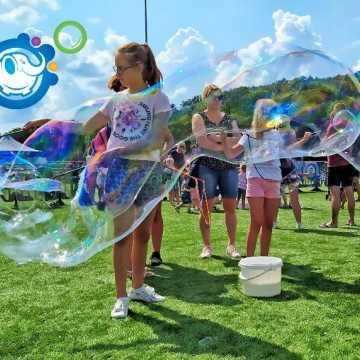 Każdy może puszczać bańki. Bubble Day w Radomsku