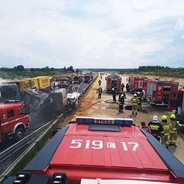 Wypadek w Bogusławicach na DK1. Zderzyły się ciężarówki i autokar