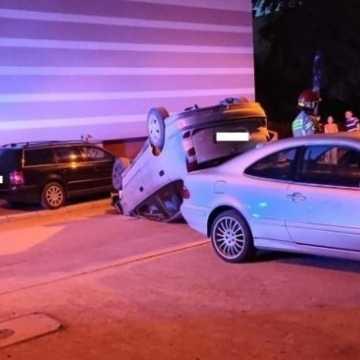 Sprawca dachowania pojazdu był pijany i z zakazem prowadzenia pojazdów