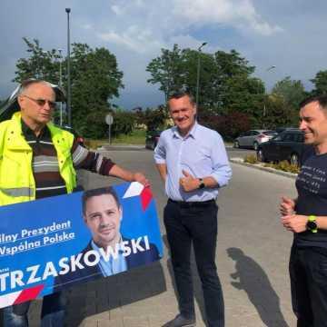 Banery i plakaty od sztabu Rafała Trzaskowskiego