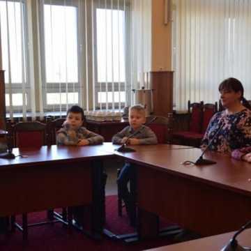 Przedszkolaki z wizytą w urzędzie miasta
