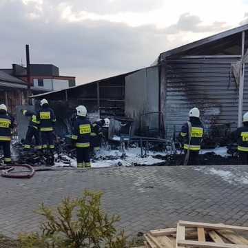 Pożar warsztatu w Przybyszowie. Ponad 350 tys. złotych strat