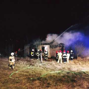 Podjezioro: spłonął dom, w którym przebywał bezdomny