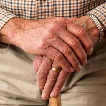 """Seniorze, nie daj się oszukać """"na koronawirusa""""!"""