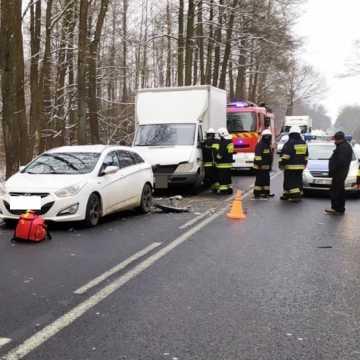Wypadek na DK91 w okolicy Radomska. Dwie osoby przetransportowane śmigłowcem do szpitala