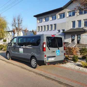 Gomunice: zakupiono nowy pojazd do przewozu osób niepełnosprawnych