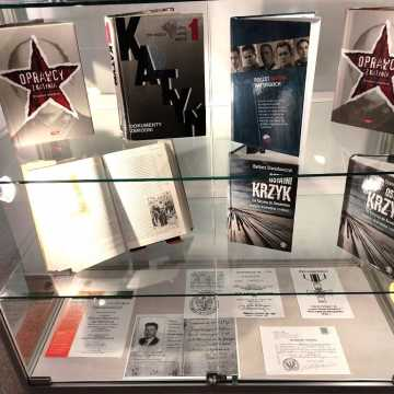 Katyń: zbrodnia, prawda, pamięć - wystawa w bibliotece w Radomsku