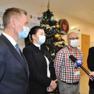 W Szpitalu Powiatowym w Radomsku przeprowadzono pierwsze szczepienia przeciw COVID-19
