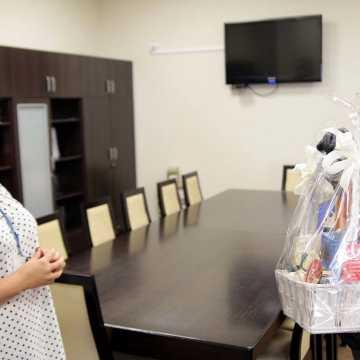 Podziękowania i słodycze dla pielęgniarek i położnych