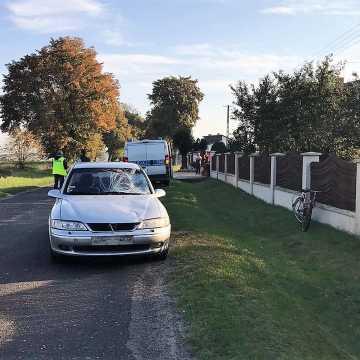 Gm. Wielgomłyny: 45-letni rowerzysta zginął pod kołami opla
